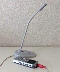 ICレコーダーにスタンドマイクを外付けして、録音している画像